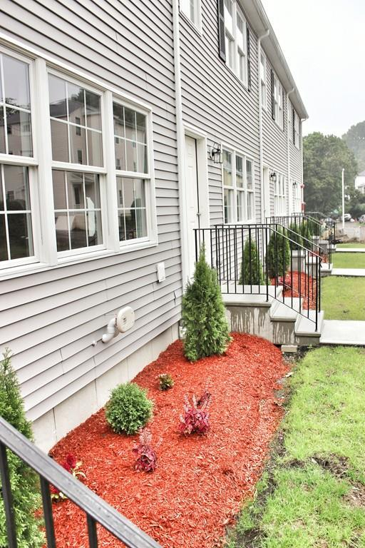 9 S Maxwell Ct, Worcester, MA 01607 (MLS #72506451) :: AdoEma Realty