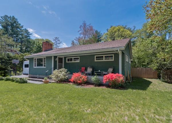 4 Oakland Road, North Reading, MA 01864 (MLS #72510081) :: Apple Country Team of Keller Williams Realty