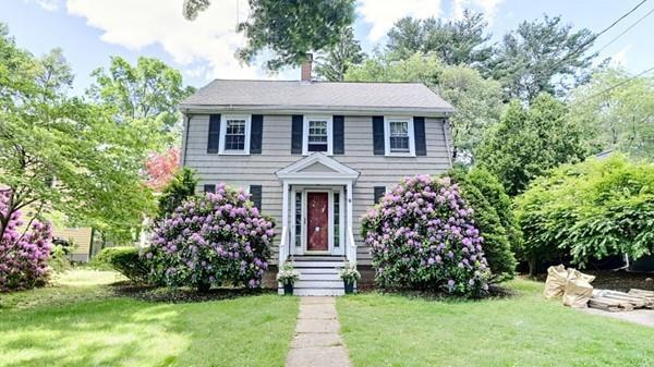 9 Stearns Rd, Wellesley, MA 02484 (MLS #72516351) :: Compass