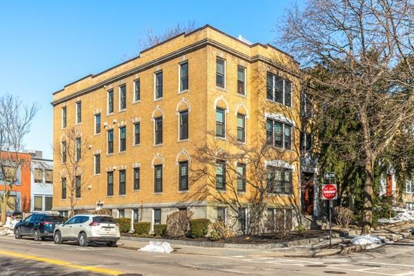 4 Fairbanks Street #3, Brookline, MA 02446 (MLS #72518044) :: The Gillach Group