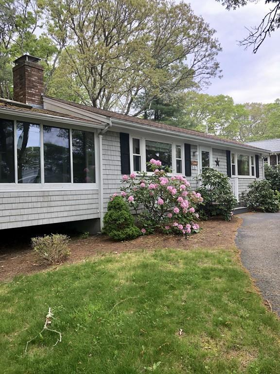 121 Edgewater Dr E, Falmouth, MA 02536 (MLS #72528765) :: The Gillach Group