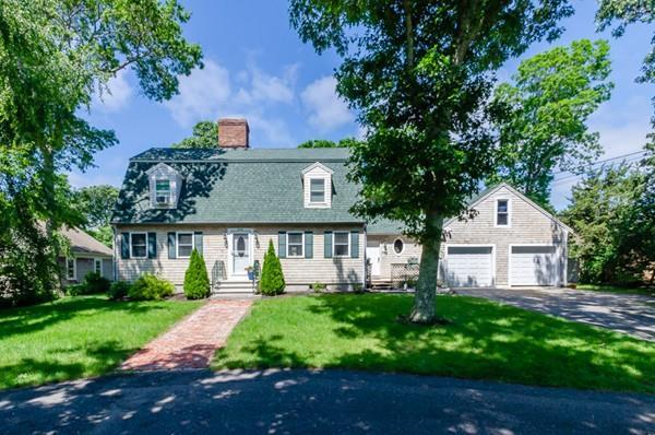 449 Acapesket Rd, Falmouth, MA 02536 (MLS #72529602) :: The Gillach Group