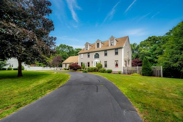 40 Cosma Rd, Easton, MA 02356 (MLS #72532850) :: Apple Country Team of Keller Williams Realty