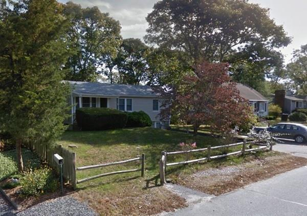 40 Wallace Ave, Bourne, MA 02532 (MLS #72533477) :: DNA Realty Group
