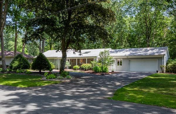 181 Magnolia Cir, Longmeadow, MA 01106 (MLS #72536311) :: NRG Real Estate Services, Inc.