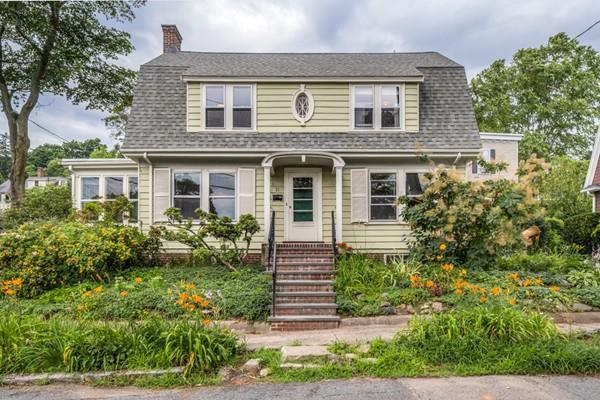 21 Devereaux St, Arlington, MA 02476 (MLS #72536614) :: Team Patti Brainard