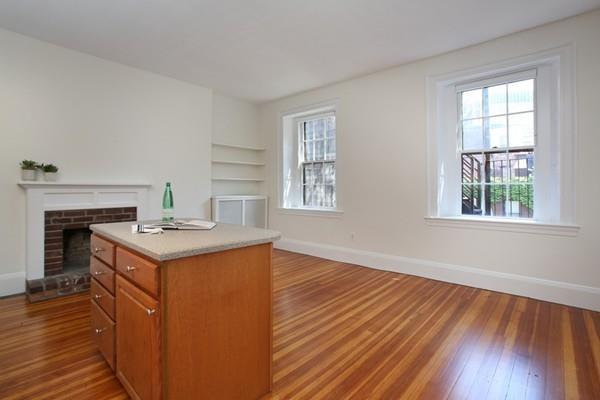 16 Hancock Street 3R, Boston, MA 02114 (MLS #72543321) :: Kinlin Grover Real Estate