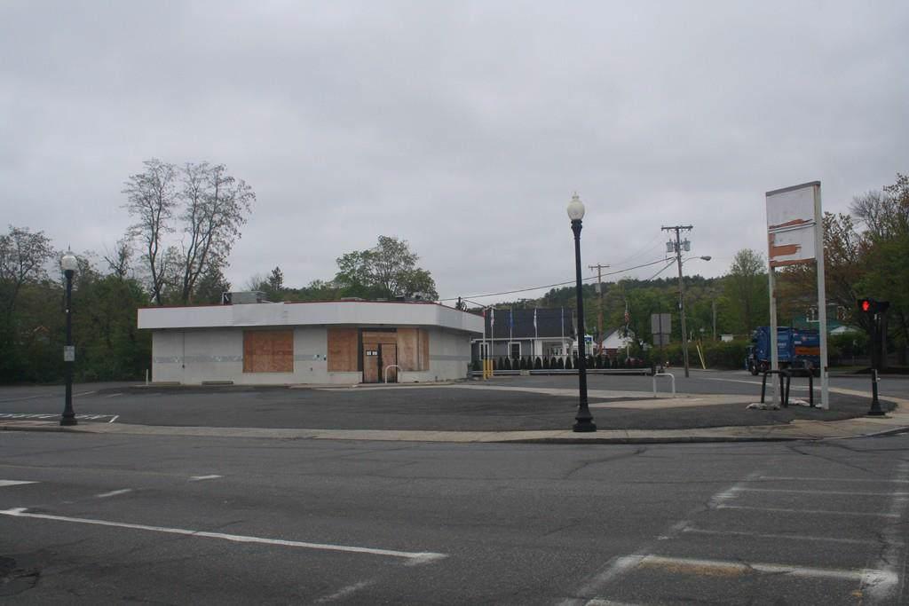 1411 N Main Street - Photo 1