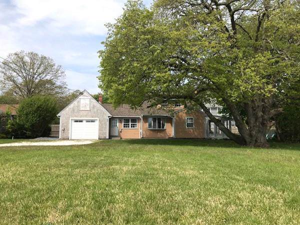 83 Seaview Ave, Swansea, MA 02777 (MLS #72587393) :: Kinlin Grover Real Estate