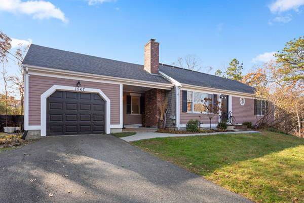 1567 Race Ln, Barnstable, MA 02648 (MLS #72591906) :: Vanguard Realty