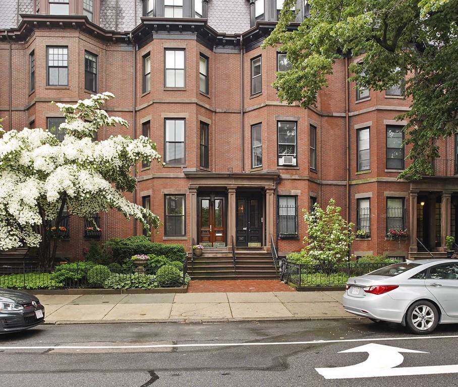 385 Beacon Street - Photo 1