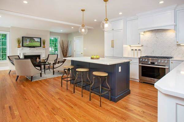 72 Highland St #1, Newton, MA 02465 (MLS #72615077) :: Kinlin Grover Real Estate