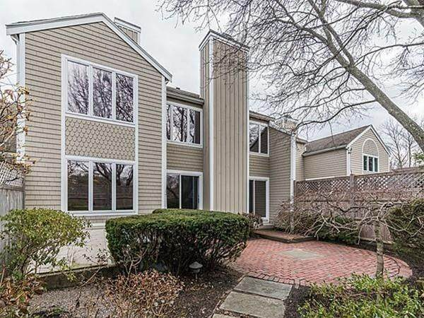 405 Dedham St D, Newton, MA 02459 (MLS #72622923) :: DNA Realty Group