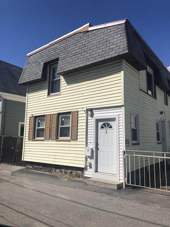 7 Hanlon Ct, Lawrence, MA 01841 (MLS #72640236) :: Kinlin Grover Real Estate
