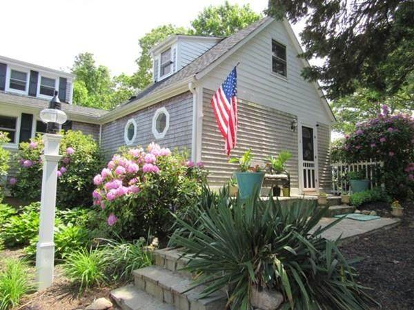 262 Main St #1, Bourne, MA 02532 (MLS #72674926) :: Trust Realty One