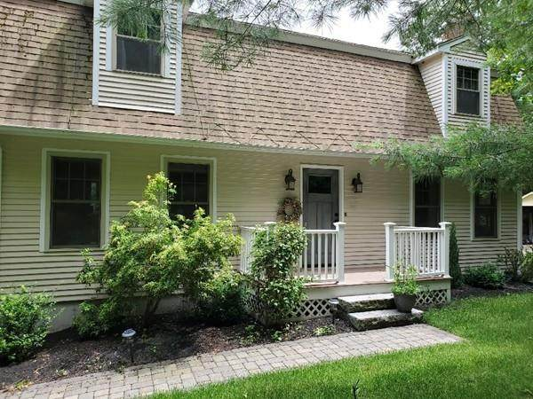 12 Crestview Court, Walpole, MA 02032 (MLS #72691150) :: DNA Realty Group