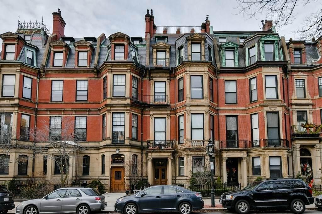 135 Commonwealth Ave - Photo 1