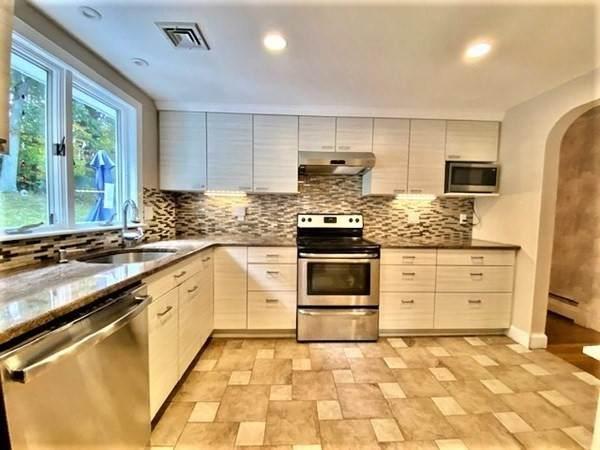 76 Dana Rd, Reading, MA 01867 (MLS #72747355) :: Cosmopolitan Real Estate Inc.