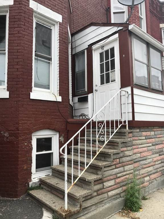 97 Newton St, Holyoke, MA 01040 (MLS #72748217) :: Trust Realty One