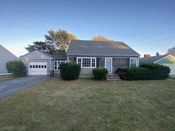 70 Douglas Ave, Portsmouth, RI 02871 (MLS #72748493) :: Welchman Real Estate Group