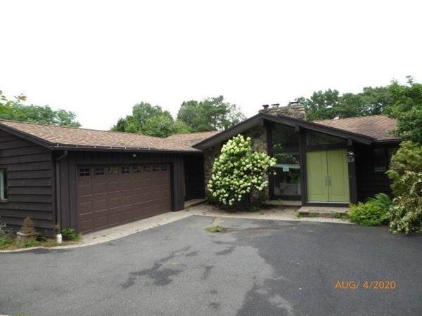 215 Mountain View Dr, Holyoke, MA 01040 (MLS #72751118) :: Conway Cityside