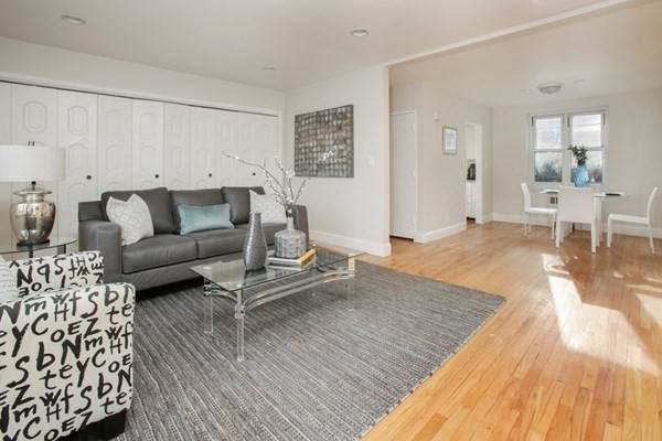 130 Boylston St #2, Newton, MA 02467 (MLS #72758188) :: The Gillach Group