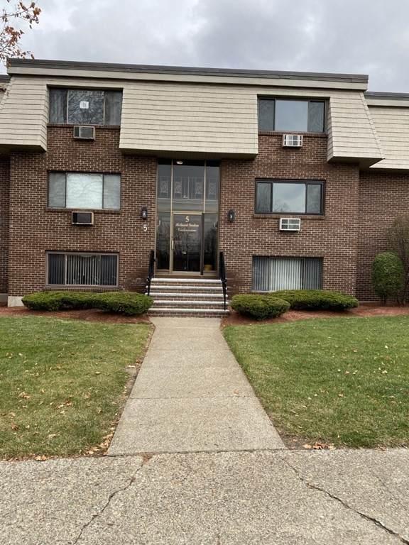 5 Hallmark Gardens #9, Burlington, MA 01803 (MLS #72761162) :: Cosmopolitan Real Estate Inc.