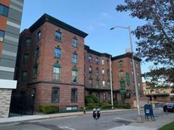 33 W Elm Street - Photo 1