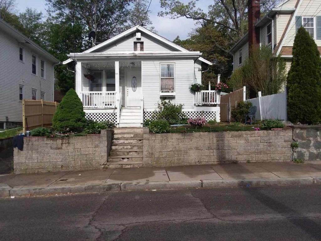 95 Wood Ave - Photo 1
