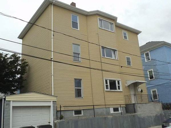129 Baker St, Fall River, MA 02721 (MLS #72775342) :: Conway Cityside