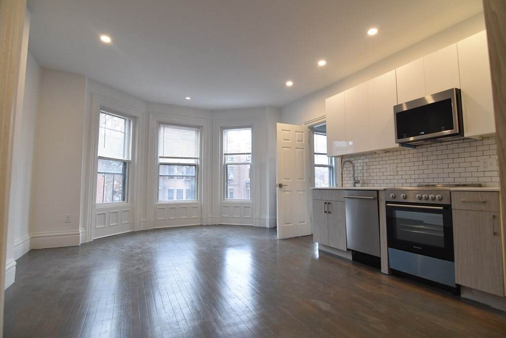 225 Newbury St - Photo 1