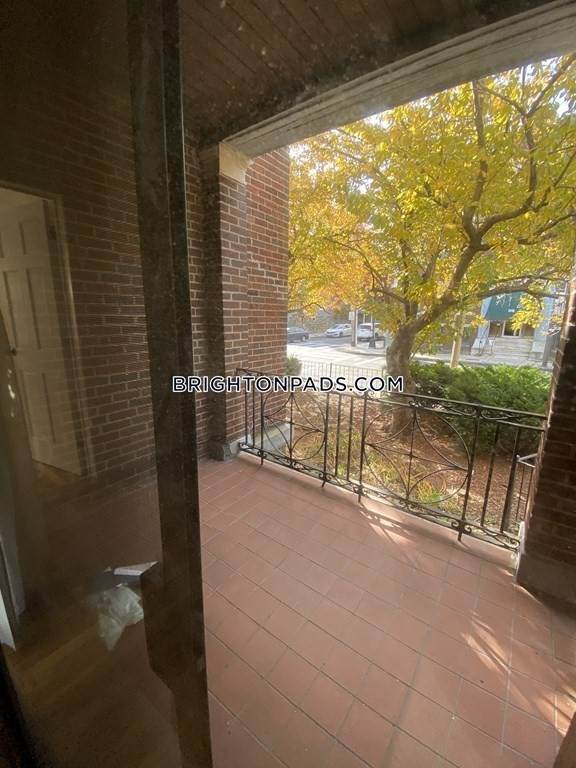 313 Summit Ave #4, Boston, MA 02135 (MLS #72777560) :: Parrott Realty Group