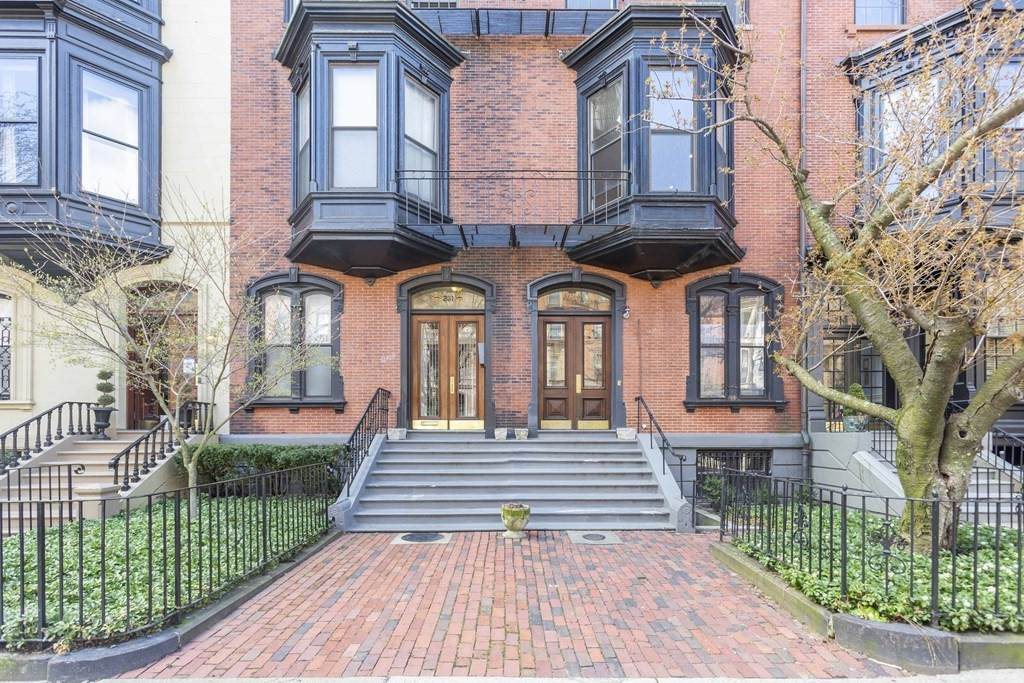 233 Beacon Street - Photo 1
