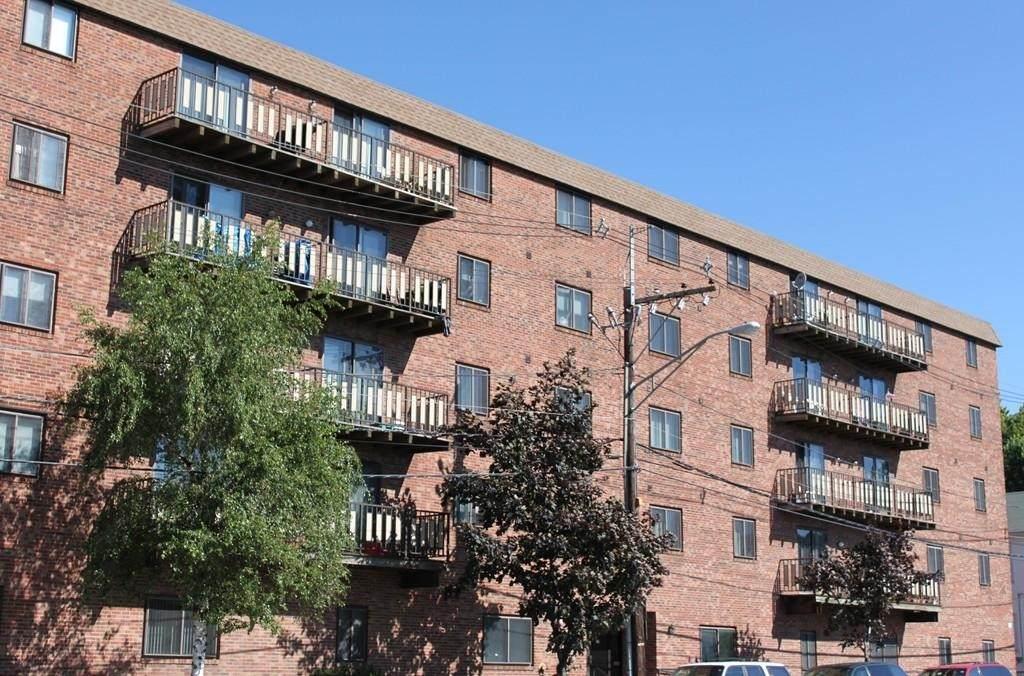 77 Bennington St - Photo 1