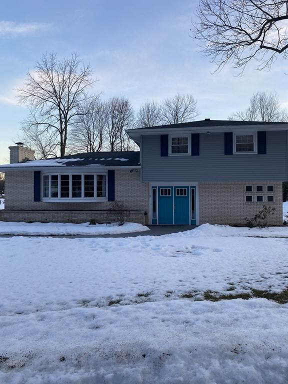 30 Hampton Knolls Road, Holyoke, MA 01040 (MLS #72789676) :: The Duffy Home Selling Team