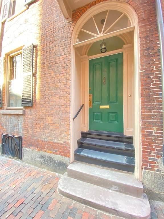 83 Myrtle St, Boston, MA 02114 (MLS #72805553) :: Charlesgate Realty Group