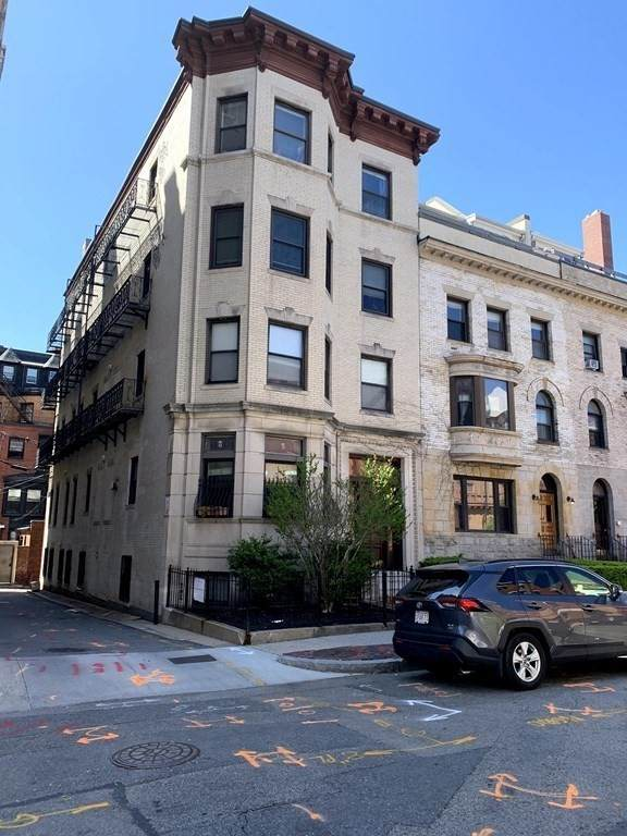 65 Hemenway Street - Photo 1