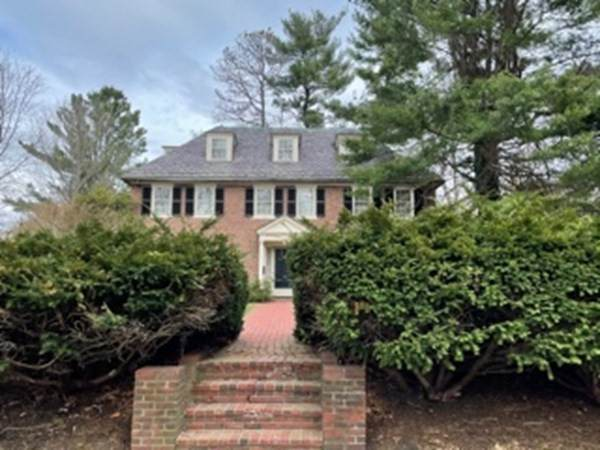 29 Croton St, Wellesley, MA 02481 (MLS #72812931) :: DNA Realty Group