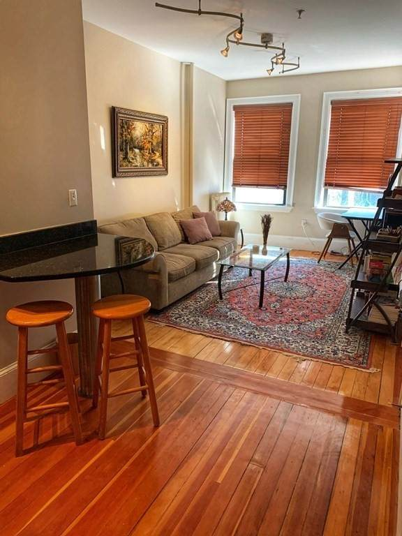 75 Burbank St #302, Boston, MA 02115 (MLS #72813128) :: Kinlin Grover Real Estate