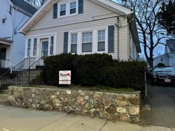 195 Spring St, Boston, MA 02132 (MLS #72813208) :: Kinlin Grover Real Estate