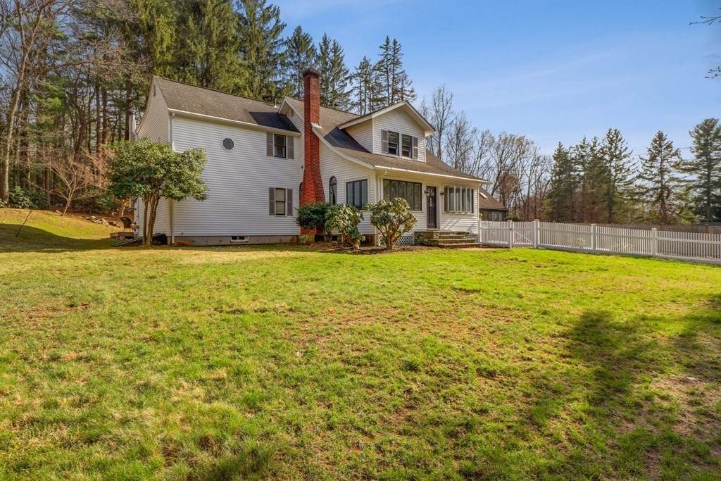 404 Wattaquadock Hill Rd - Photo 1