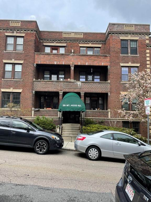 39 Mount Hood Rd #14, Boston, MA 02135 (MLS #72829495) :: Boston Area Home Click