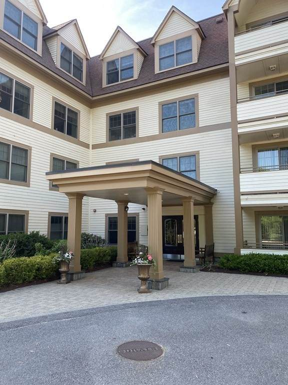 12 Russell Rd #104, Wellesley, MA 02482 (MLS #72840193) :: Spectrum Real Estate Consultants