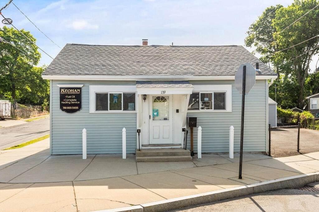 139 Linwood Ave - Photo 1