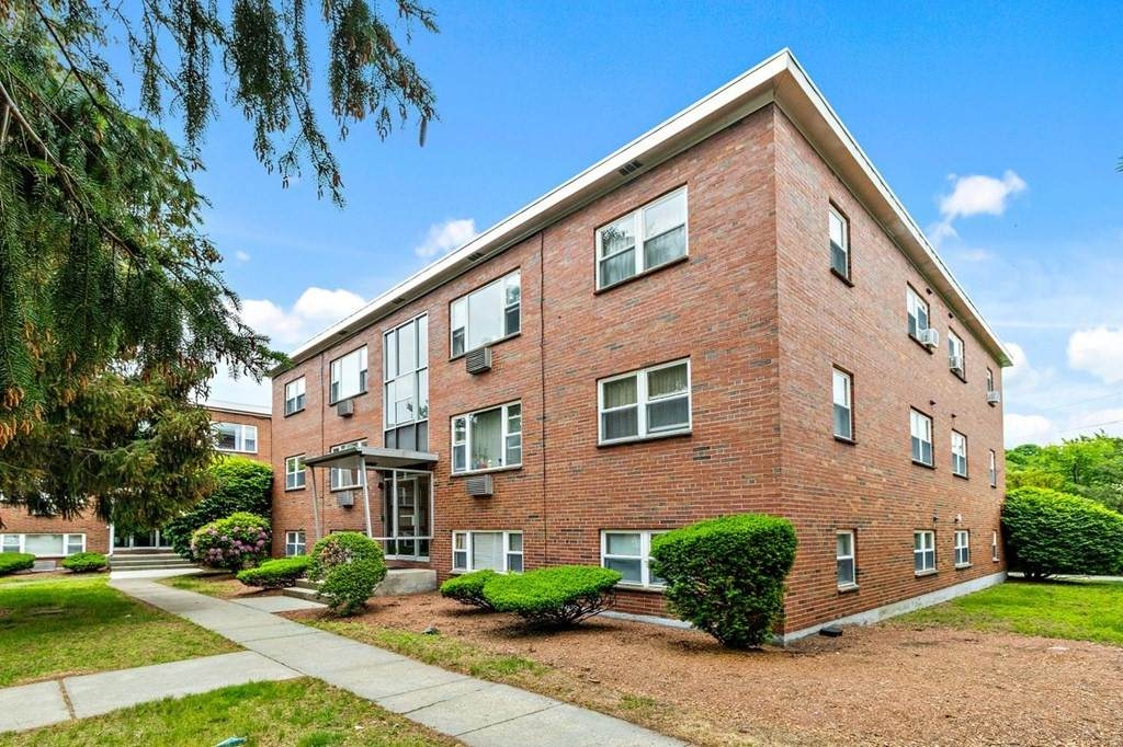 1105 Lexington St - Photo 1