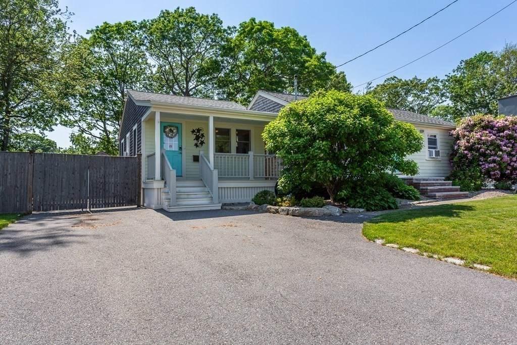 225 Pine Grove Street - Photo 1