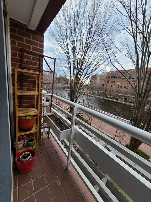 4 Canal Park #208, Cambridge, MA 02141 (MLS #72853079) :: Conway Cityside