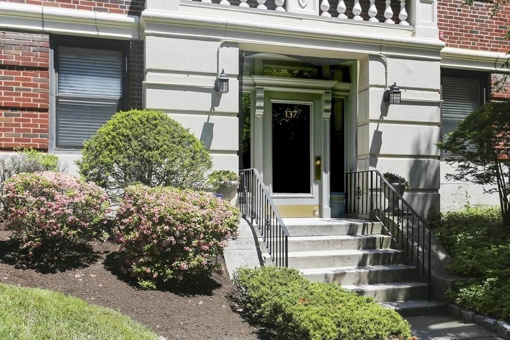 137 Englewood Ave - Photo 1