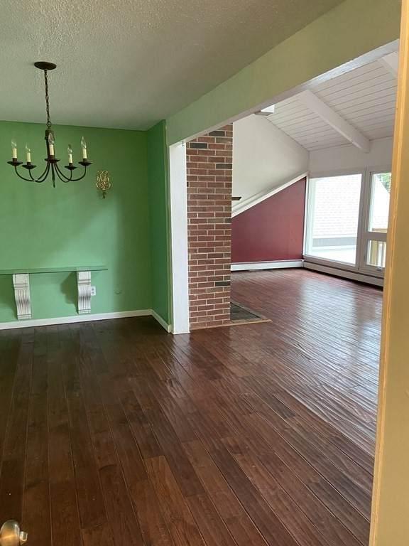 550 Southwick St, Agawam, MA 01030 (MLS #72875833) :: Welchman Real Estate Group