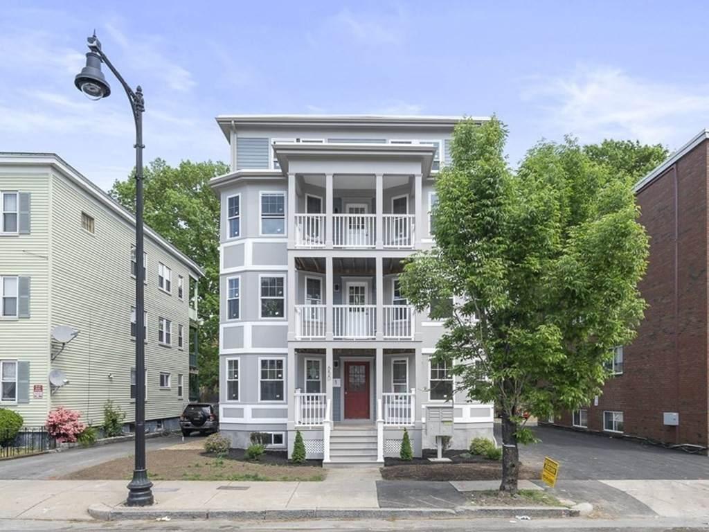 652 Hyde Park Ave - Photo 1